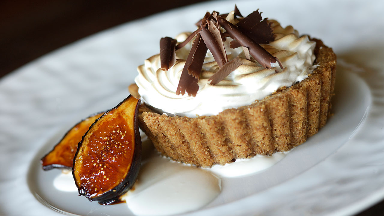 Butterscotch Cream Pie – Caramelized Figs, Cardamom-Graham Cracker